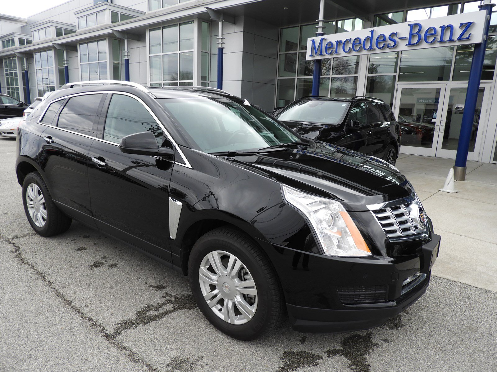 Pre-Owned 2016 Cadillac SRX Luxury Collection SUV